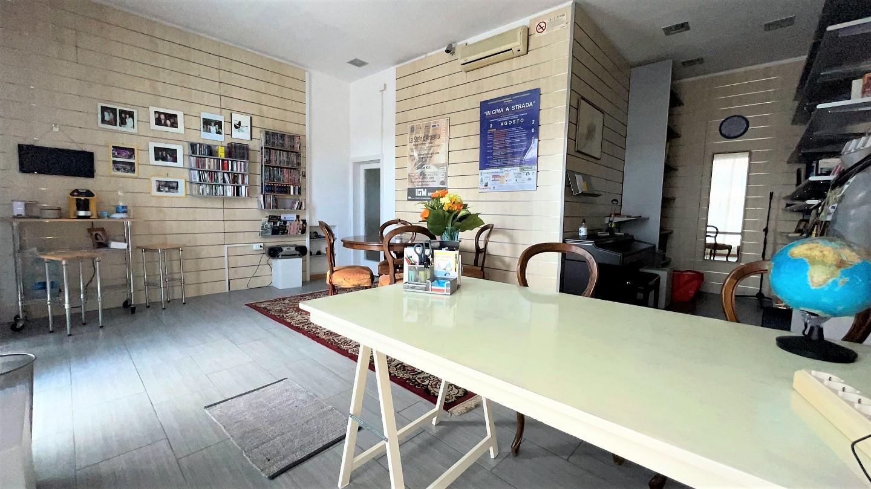 Locale comm.le/Fondo in affitto commerciale a Cascina (PI)