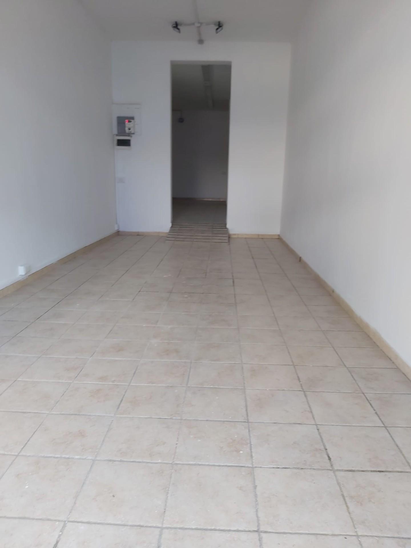 Negozio in affitto commerciale a Santa Maria a Monte (PI)