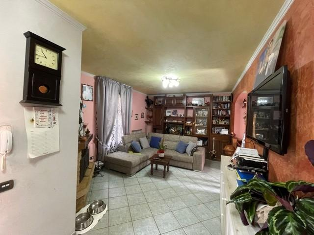 Angular terraced house for sale in Vecchiano (PI)