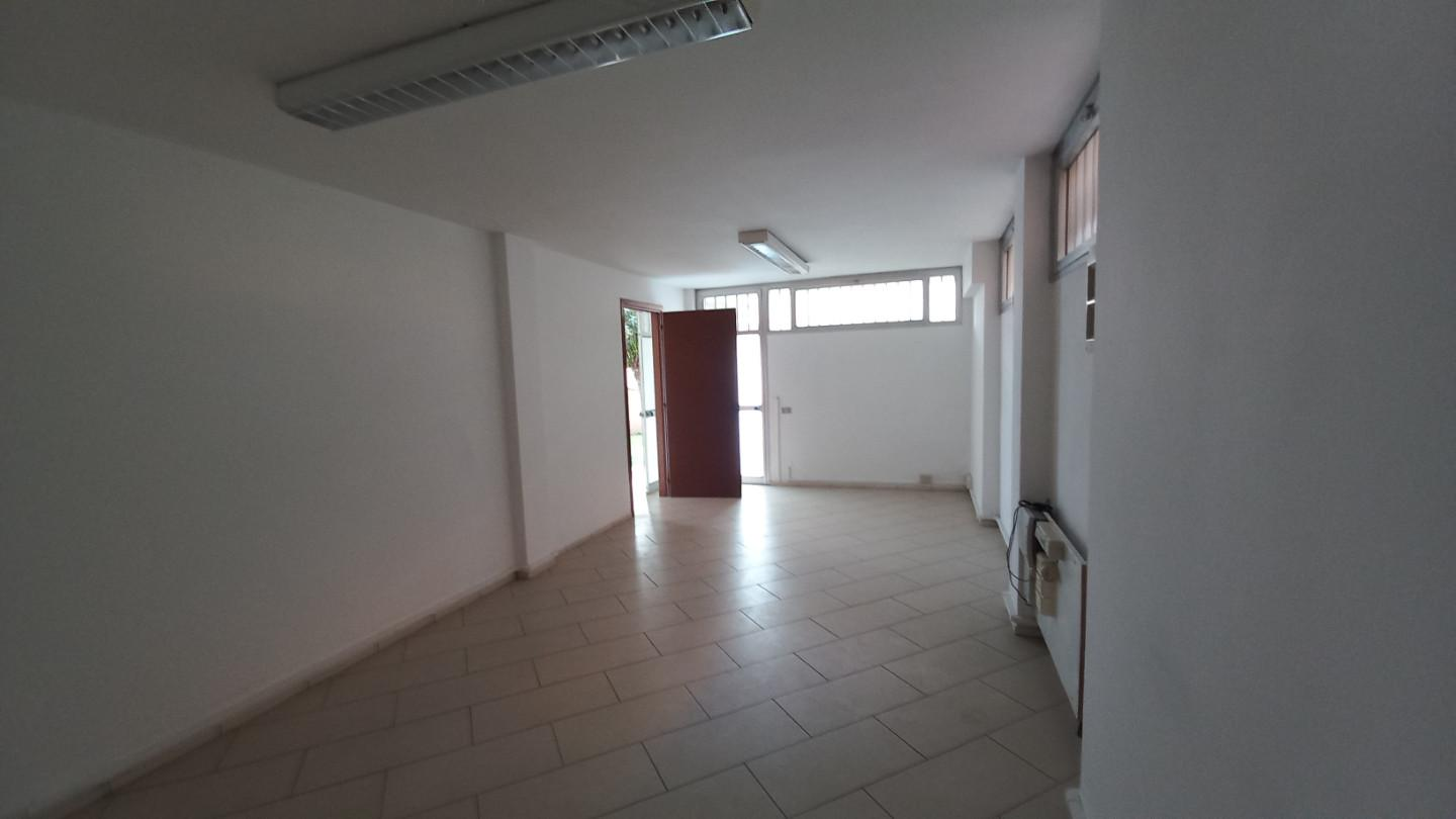 Office for commercial rentals in Lucca