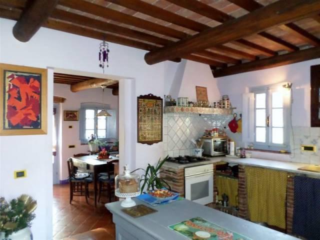 Rustico / Casale in vendita a Altopascio, 3 locali, prezzo € 1.200.000 | CambioCasa.it