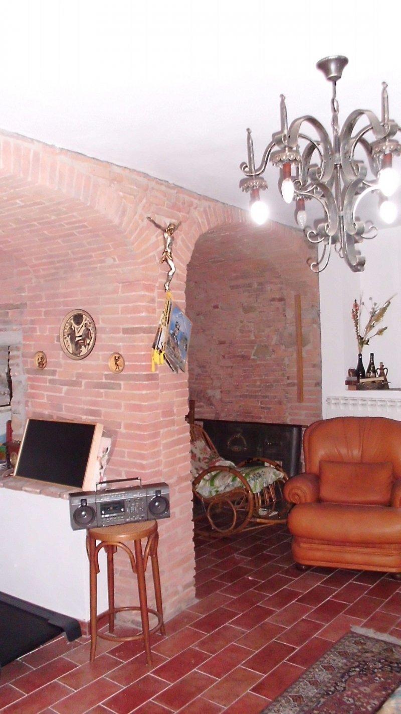 Colonica in vendita a Calci (PI)