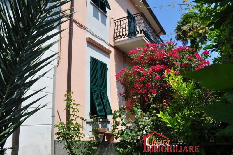 Villa singola in affitto vacanze a Carrara (MS)