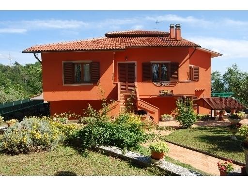 Villa in vendita a Vinci, 8 locali, prezzo € 620.000 | Cambio Casa.it
