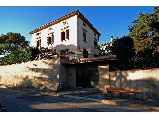 Villa in vendita a Vinci, 12 locali, prezzo € 750.000 | Cambio Casa.it