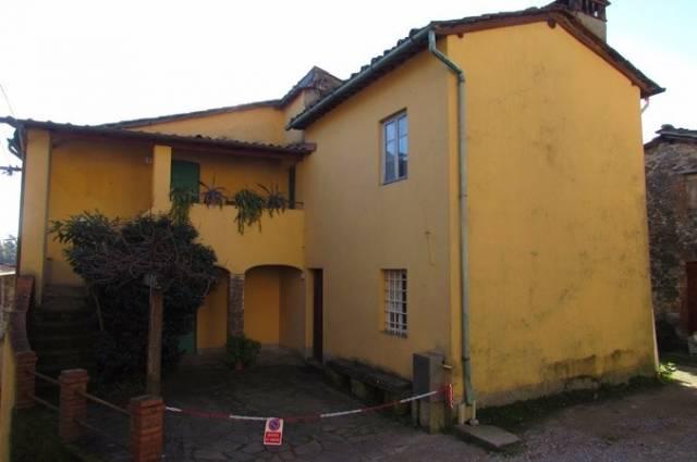 Rustico/Corte in vendita a Borgo a Mozzano (LU)
