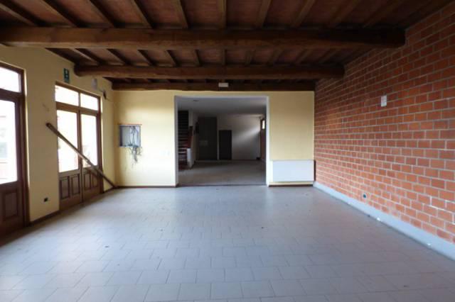 Negozio in affitto commerciale a Capannori (LU)