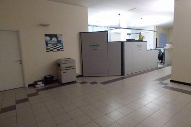 Ufficio in affitto commerciale a Pontetetto, Lucca