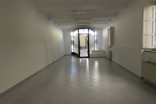 Negozio in affitto commerciale a Sant'anna, Lucca