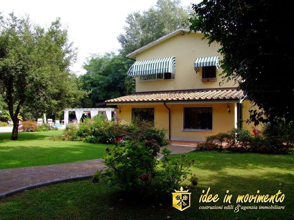 Villa singola in affitto a Poveromo, Massa