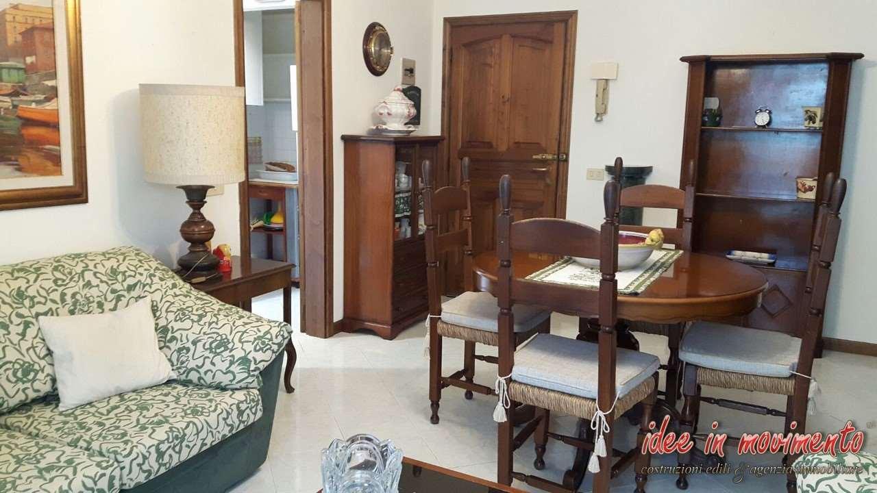Appartamento in vendita a Montignoso, 3 locali, prezzo € 220.000 | Cambio Casa.it