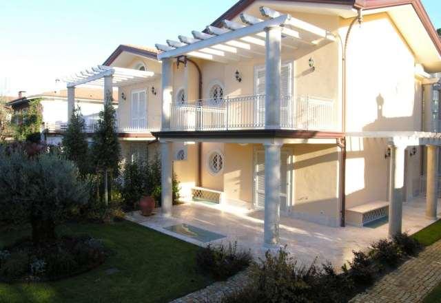 Villetta bifamiliare/Duplex in vendita a Forte dei Marmi (LU)