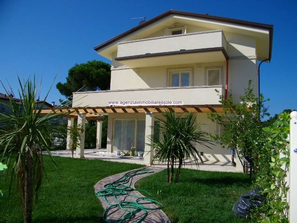Villa for sale in Massa