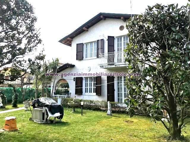 Semi-detached house for sale in Montignoso (MS)