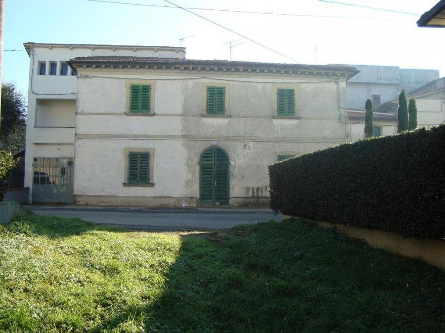Soluzione Indipendente in vendita a Lamporecchio, 12 locali, prezzo € 180.000 | CambioCasa.it