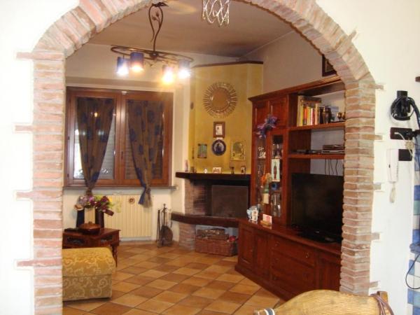 Soluzione Indipendente in vendita a Lamporecchio, 5 locali, prezzo € 300.000 | CambioCasa.it
