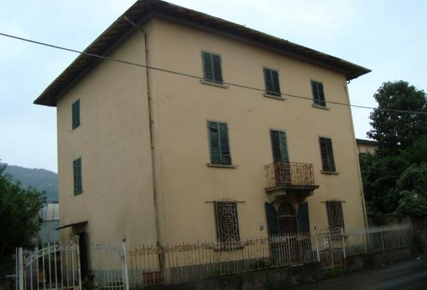 Casa indipendente a Uzzano