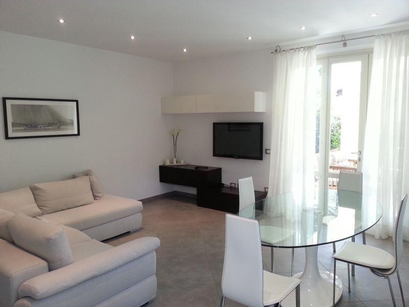 Villa Bifamiliare in Affitto a Pietrasanta
