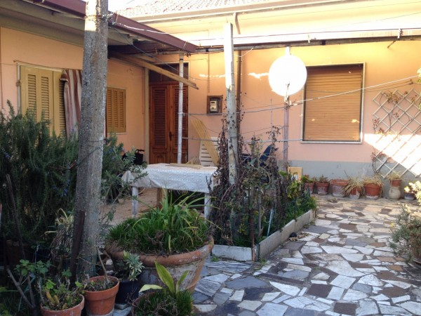 Soluzione Indipendente in vendita a Carrara, 5 locali, prezzo € 140.000 | CambioCasa.it