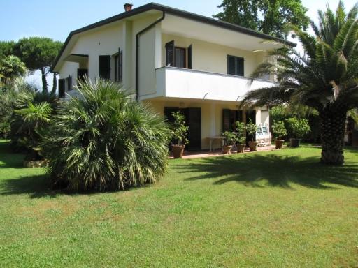 Villa in vendita a Montignoso, 6 locali, prezzo € 1.000.000 | CambioCasa.it