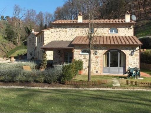 Agriturismo in vendita a Larciano, 20 locali, prezzo € 980.000 | CambioCasa.it
