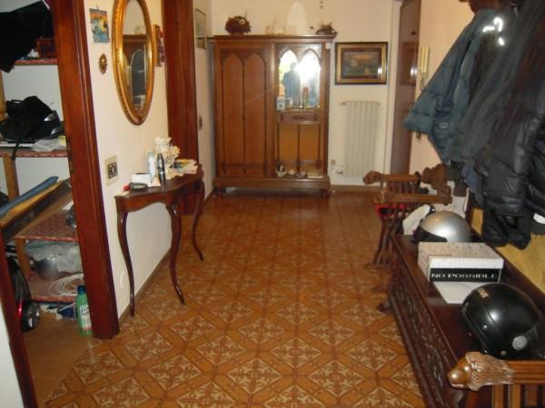 Appartamento in vendita a Carrara, 4 locali, prezzo € 160.000 | CambioCasa.it
