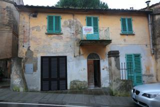 Edificio storico a Peccioli (2/5)