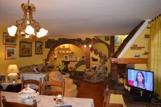 Casa semindipendente in vendita a Cecina (LI)
