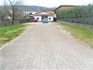 Capannone artigianale in affitto commerciale a Capannori (LU)