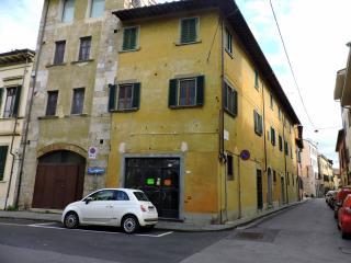 Locale comm.le/Fondo a Pisa