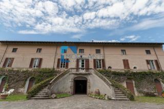 Edificio storico a Camaiore (2/5)