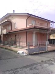 Villetta a schiera angolare a Viareggio (2/5)