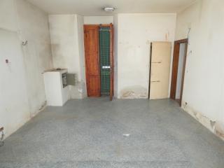 Locale comm.le/Fondo in affitto commerciale a Pontedera (PI)
