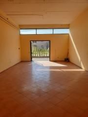 Capannone artigianale in affitto commerciale a Calcinaia (PI)
