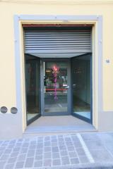 Negozio in affitto commerciale a Pontedera (PI)