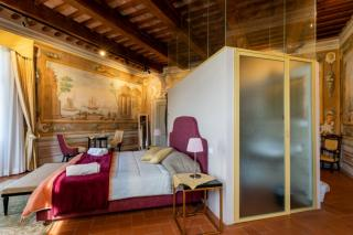 Historical building on sale to Pisa (11/58)