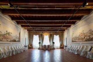 Historical building on sale to Pisa (1/58)