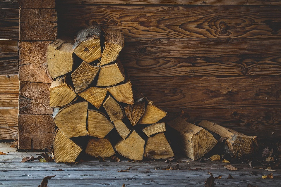 Riscaldare casa con i combustibili a biomassa. Quale scegliere?