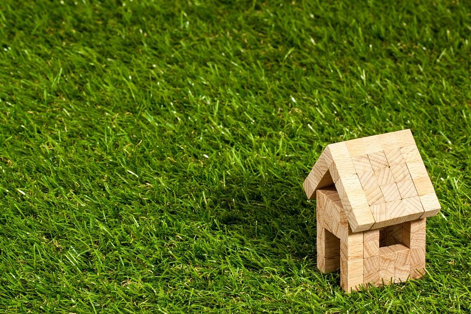 Soluzioni per vivere green: costruire una casa ecosostenibile.