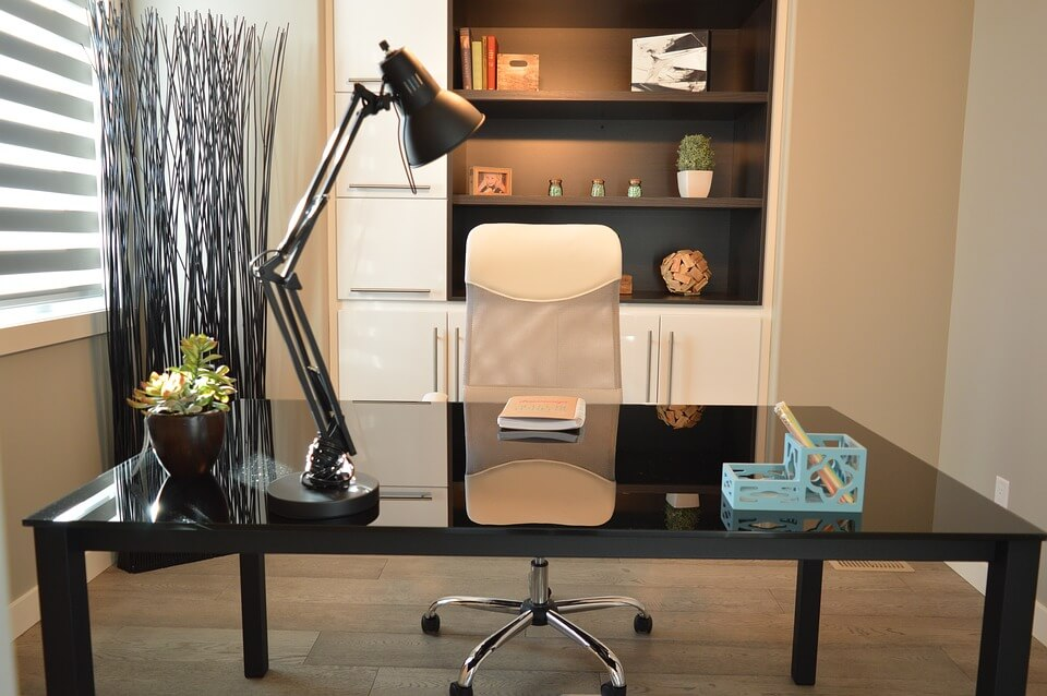 Idee e consigli per arredare nel modo giusto il tuo studio in casa.