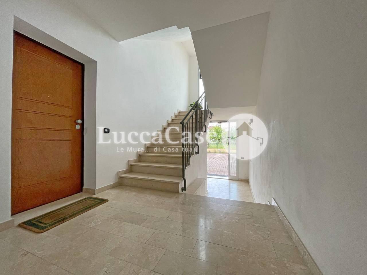 Appartamento in affitto, rif. F010H
