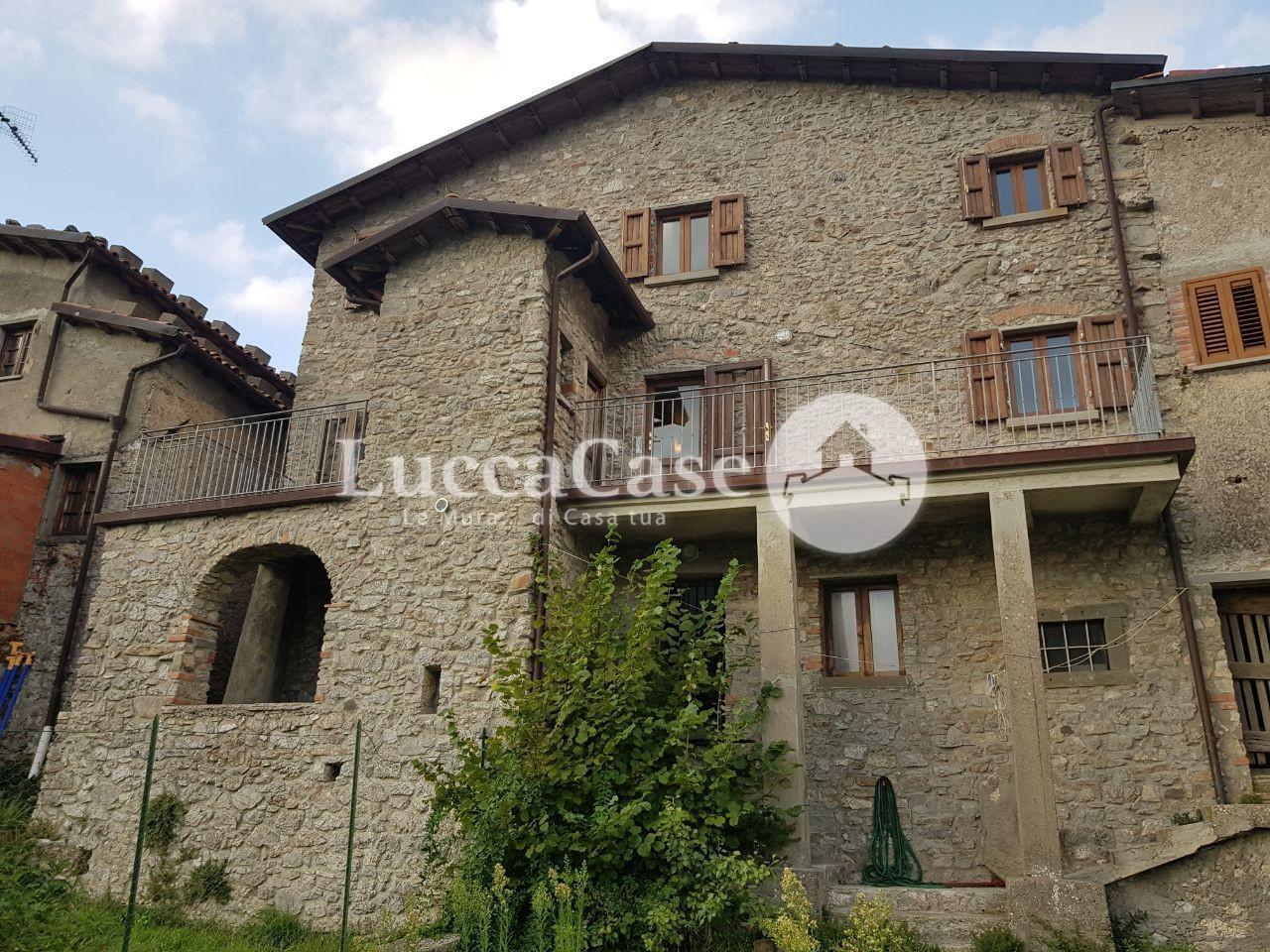 Casa semindipendente in vendita a Fabbriche di Vergemoli (LU)