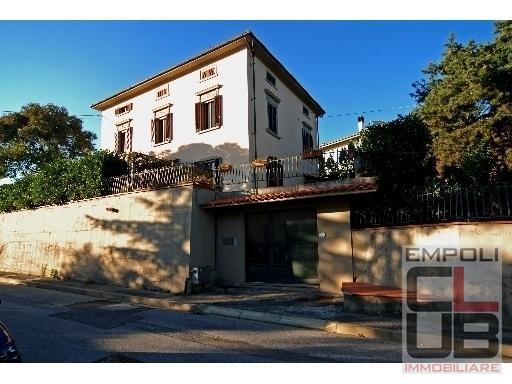 Villa in vendita a Vinci, 12 locali, prezzo € 750.000 | CambioCasa.it