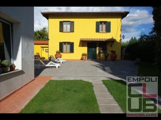 Rustico / Casale in vendita a Fucecchio, 11 locali, prezzo € 650.000   CambioCasa.it