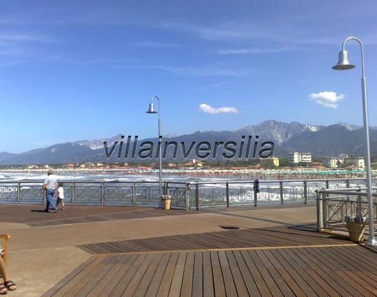 Foto 10/19 per rif. A1  camera Versilia