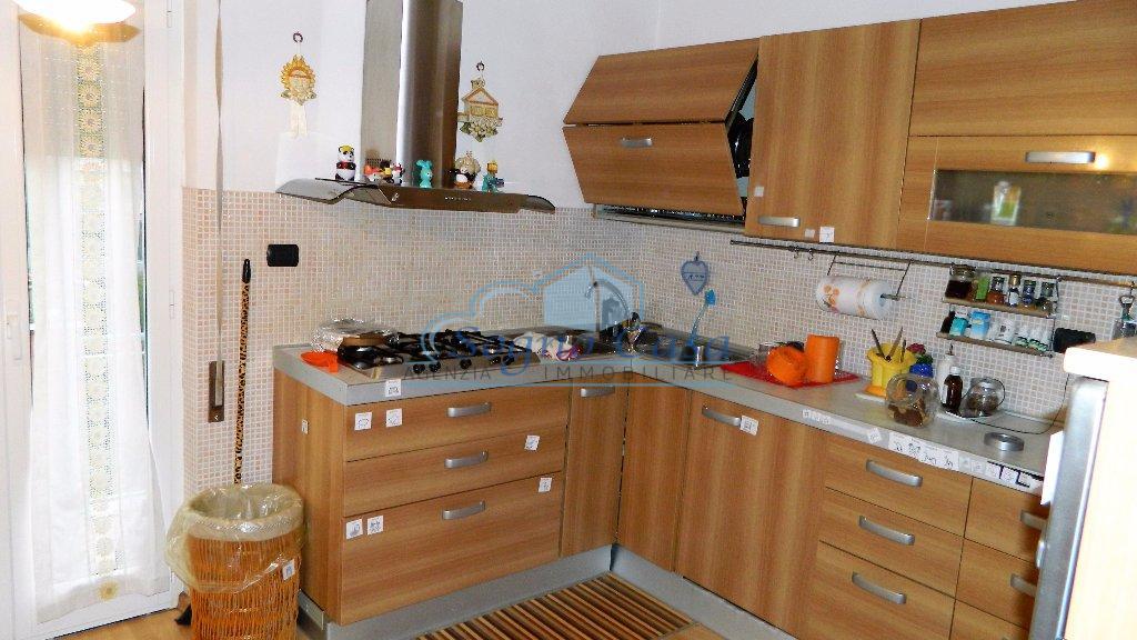 Appartamento in vendita a Ortonovo, 4 locali, prezzo € 125.000 | PortaleAgenzieImmobiliari.it