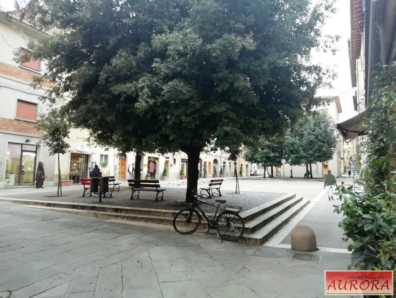 Locale comm.le/Fondo in affitto commerciale a Poggibonsi (SI)