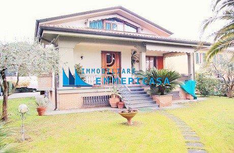 Villa singola in affitto vacanze a Montignoso (MS)