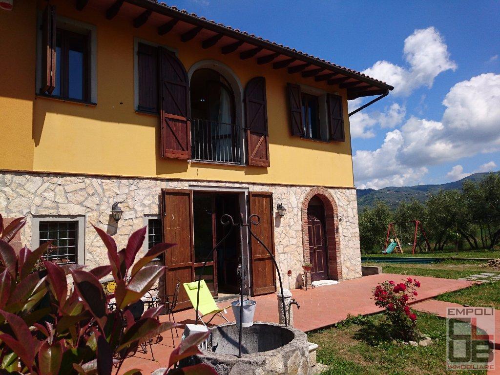 Rustico / Casale in vendita a Vinci, 5 locali, prezzo € 330.000 | CambioCasa.it