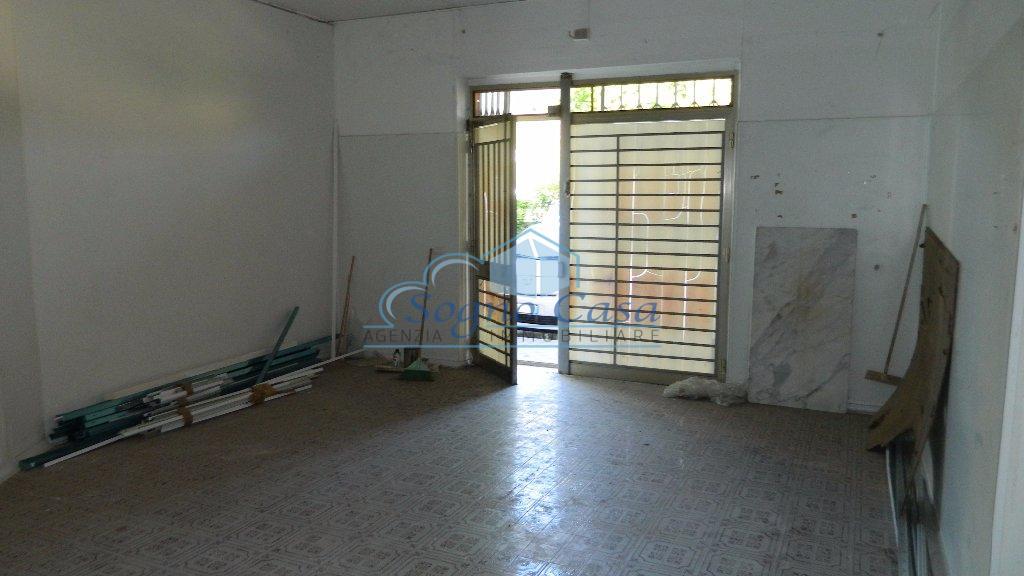 Negozio / Locale in affitto a Ortonovo, 2 locali, prezzo € 550 | PortaleAgenzieImmobiliari.it